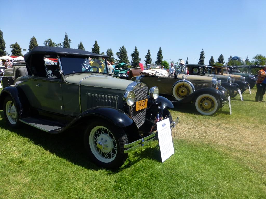 フォード車が放った大ヒットモデル。 Ford Model A V8エンジンを搭載したごく初期の大衆車です。