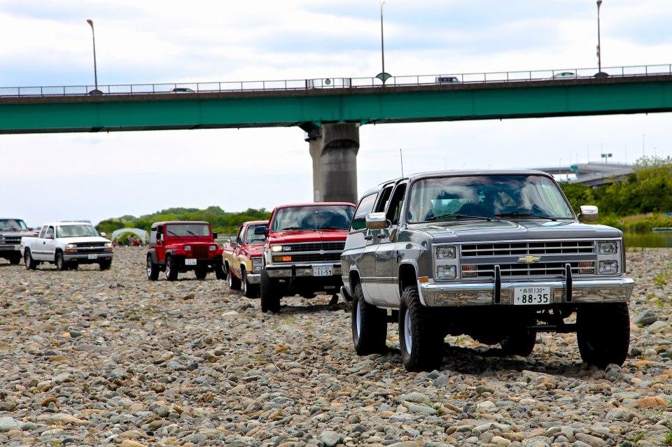 参加してくださった皆さま。88年シボレーV20サバーバン 4WD、91年シボレーK5ブレイザー 4X4、86年シボレーC10、'91年ジープYJラングラー、そして`00シボレーシルバラード4WD。。。。。
