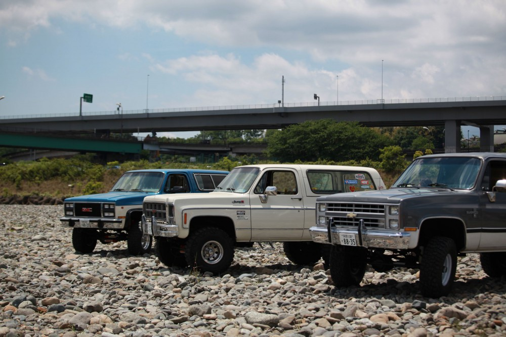 横目、丸目、そして縦目3世代のシボレー 4WD。