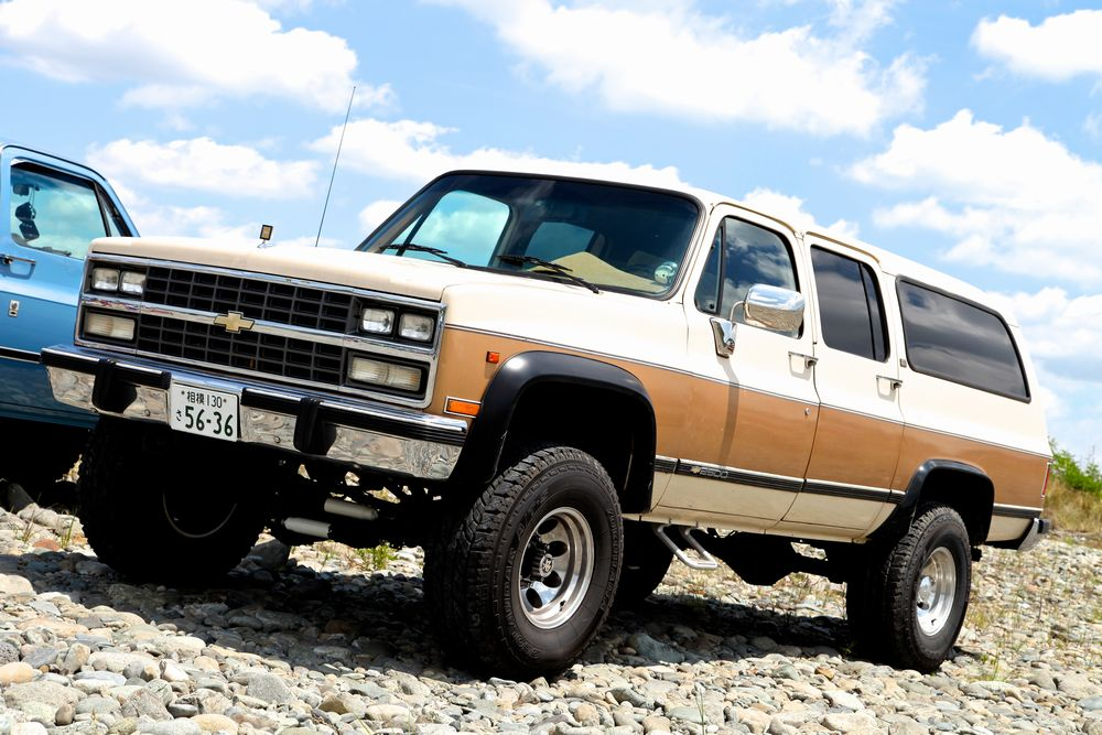 91年 シボレー V2500 サバーバン スターパッケージ 4X4 10JX16のミッキートンプソン・ホイールには35インチトールのA/Tタイヤを装着。